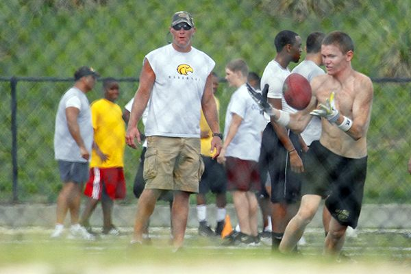 young brett favre pictures. Brett Favre Playing with Young